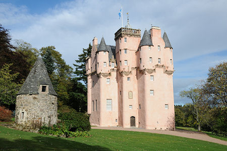 Craigievar Castle Feature Page On Undiscovered Scotland