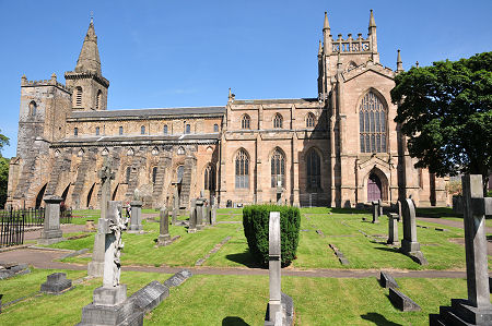 Abbey Church, Dunfermline, Feature Page on Undiscovered Scotland