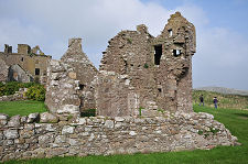 Dunnottar castle feature page on undiscovered scotland for Castle haven cabins